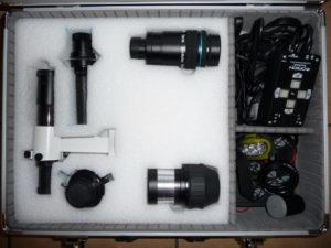 Vue de la partie fixe de la malette d'accessoires astronomiques